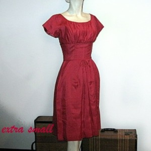 fitted waistband dress 60s rose color