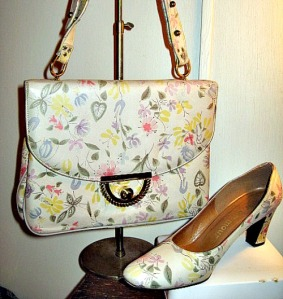 sketchbook flowers vintage 70s purse and shoes set