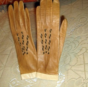 vintage 30s leather tan gloves unworn